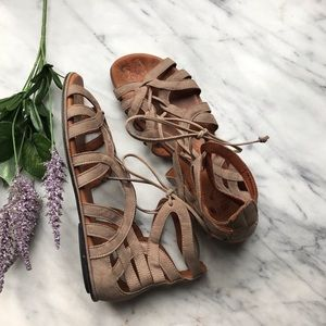 Gentle Souls break my heart leather sandals Sz 9